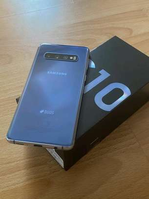 Samsung Galaxy S10 Plus 1 Terabyte And Gear Vr image 2