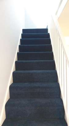 BLUE Wall to wall carpets image 9