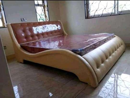 Simple Modern Quality Kingsize Wave Bed image 1