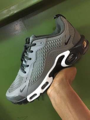 TN sneaker image 2