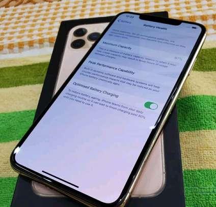 Apple Iphone 11 Pro Max Gold 512 gb Under International Warranty image 4