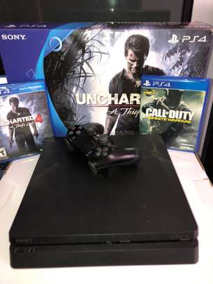 Sony Playstation 4 (Inclusive 2 games)