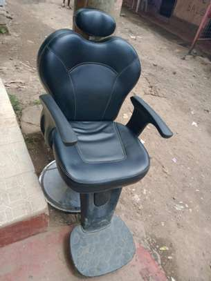Barber chair 16.0 image 1