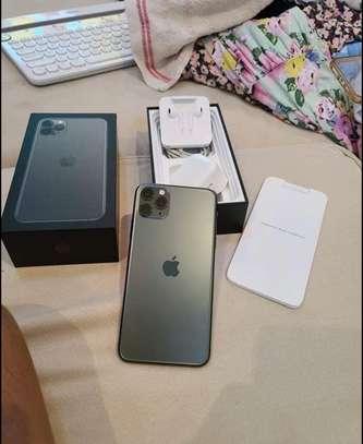 Iphone 11 pro *Luminous Green* image 1