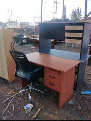 An adjustable headrest office chair with a luxury commercial computer table with a grommet for cable entry image 1