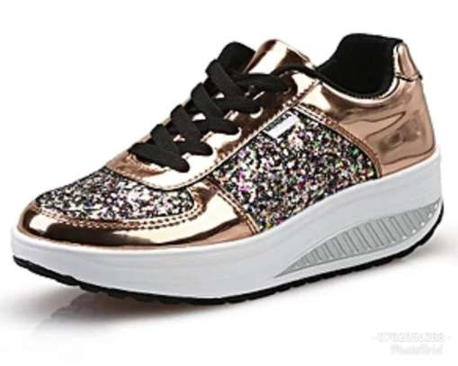 Women Sparkling shoes with glitter image 2
