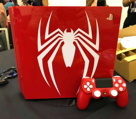 PS4 Slim - Spiderman Edition image 3