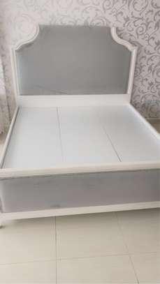 King size bed image 1