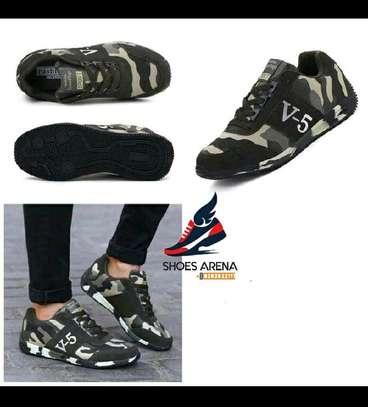 Comouflage sneakers image 1