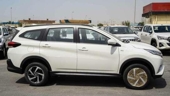 Toyota Rush image 4