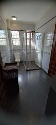 4br Furnished house with SQ for rent in Old Nyali. HR31 image 6