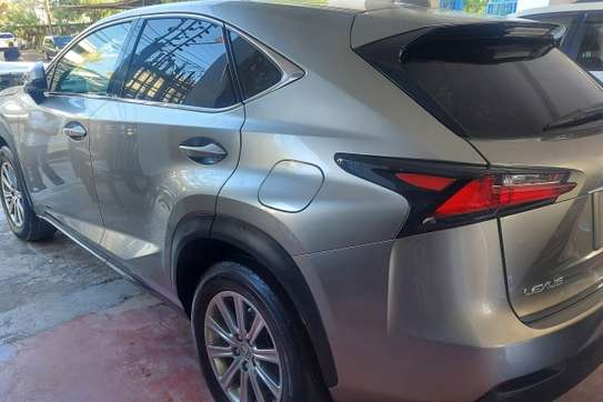 Lexus NX 200T image 4