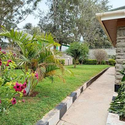 An OUTSTANDING 3 BEDROOMS BUNGALOW image 5