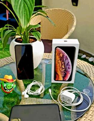 Apple Iphone Xs Gold 512 Gigabytes And Iwatch image 3