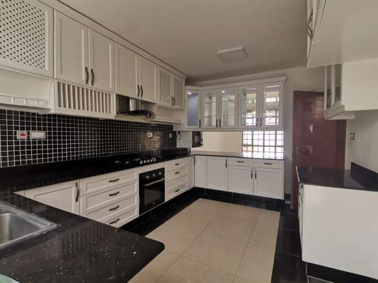 AN EXECUTIVE 5 BEDROOMS TOWNHOUSE WITH DSQ image 7