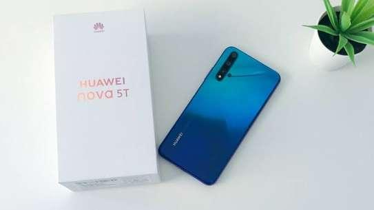 Huawei nova 5T image 2