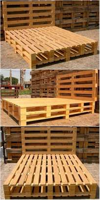 Simple Modern Quality 5by6 Pallet Bed image 1