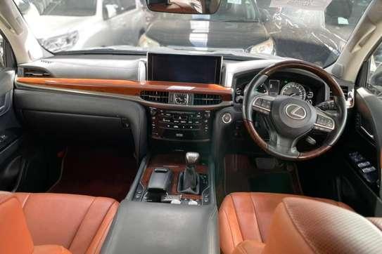 Lexus 570 image 10