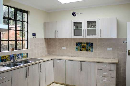 Furnished 2 bedroom house for rent in Old Muthaiga image 10