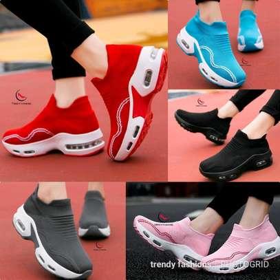 Sneakers image 1