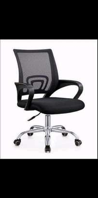 Swivel black mesh computer chair image 1