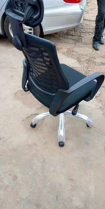 Headrest swivel black chair image 1