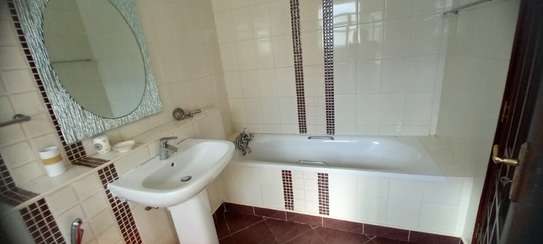4br Furnished house with SQ for rent in Old Nyali. HR31 image 15