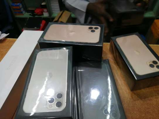 I phone 11 pro max 256gb image 2