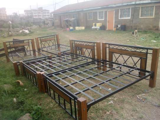5 By 6 Metal & Wooden Bed