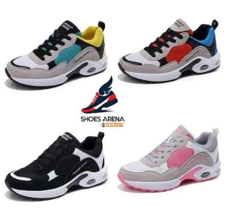 Casual sport shoes image 1