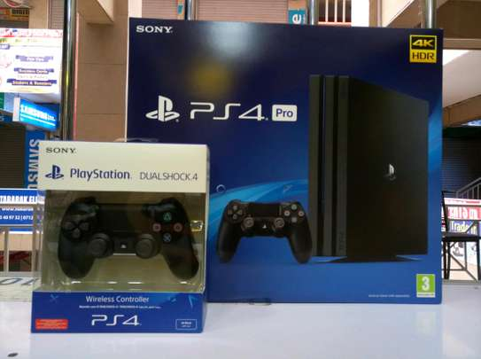 Ps4 Pro 1TB with 2 pads - warranty offered image 1