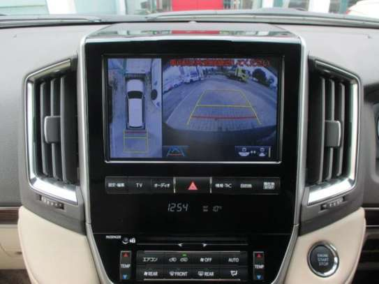 Toyota Land Cruiser ZX V8 2018 18.5M image 5