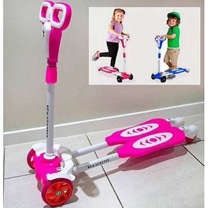 Portable,Foldable And Height Adjustable 4 Wheel Frog Scooter For Kids - Pink image 2