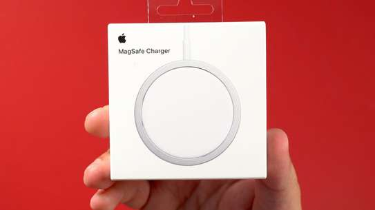 iphone 12 magsafe charger image 1
