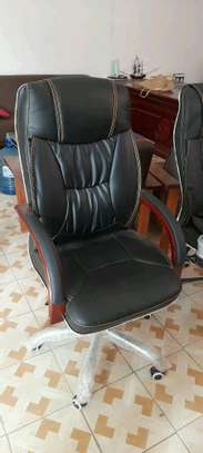 excecutive office chair image 2