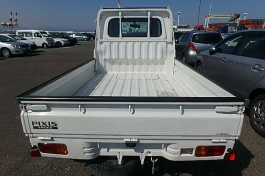 Toyota Pixis image 6