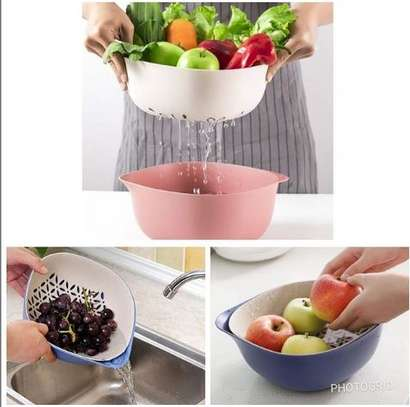 2 in 1 kitchen bowl with cereal/vegetable strainer image 1