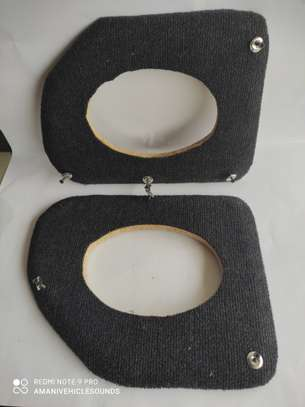 Oval speaker spaces to fit 6 x 9 oval speakers. (Pair)