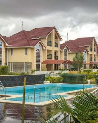 5 bedrooms executive townhouse to let image 2