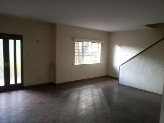 3 bedroom plus sq to let image 3