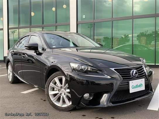 Lexus IS image 1