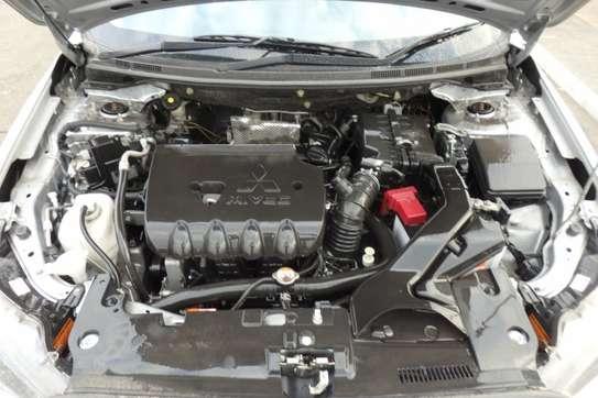 Mitsubishi Galant Fortis image 8