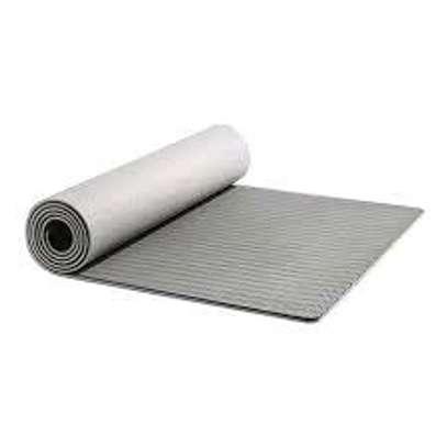 Standard size yoga mats image 3
