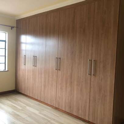 2 bed Apartment to let image 4