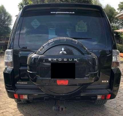 2013 Black Mitsubishi Shogun image 6