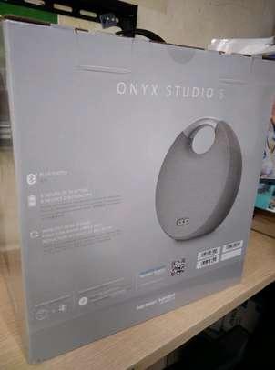 harman kardon onyx studio 5 image 2