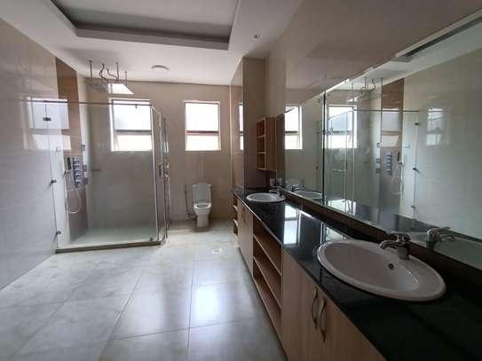 4 bedroom apartment for rent in Kileleshwa image 16