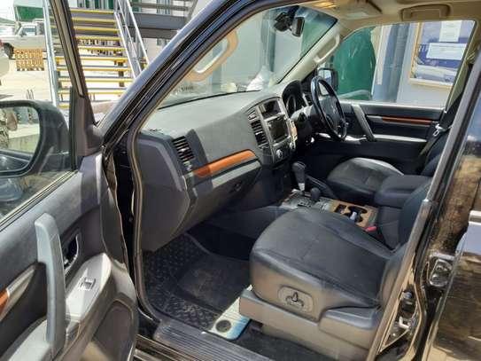 2013 Black Mitsubishi Shogun image 8
