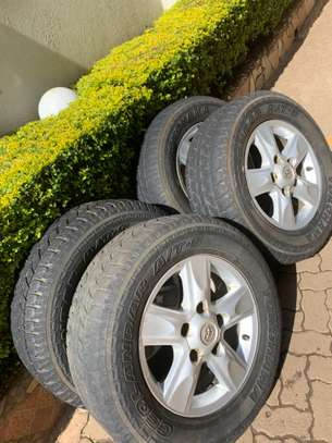 Toyota V8 Land Cruiser Rims with Tyres