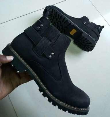 Black cacatua boot. image 4